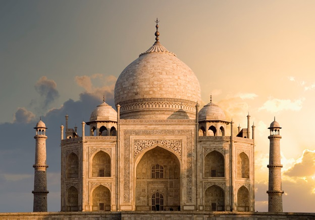 Wants to admire the beauty of Taj? Get the best package for you