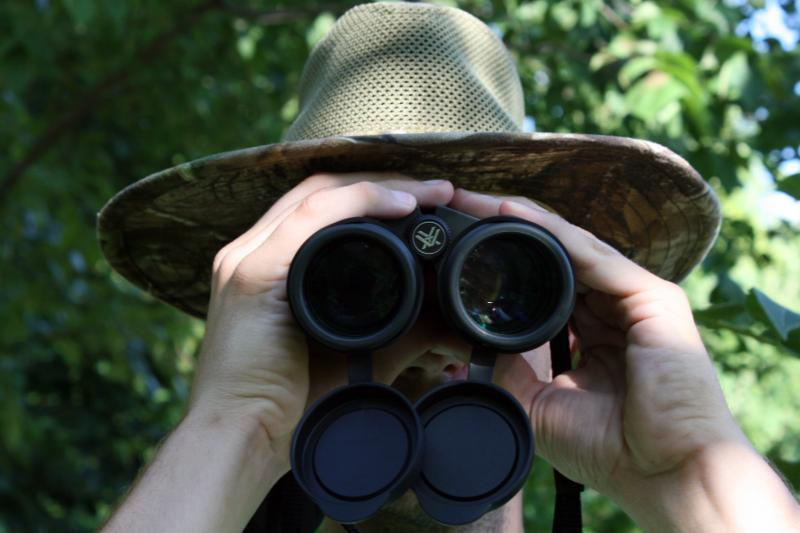 Binoculars Vs Monoculars While Travelling