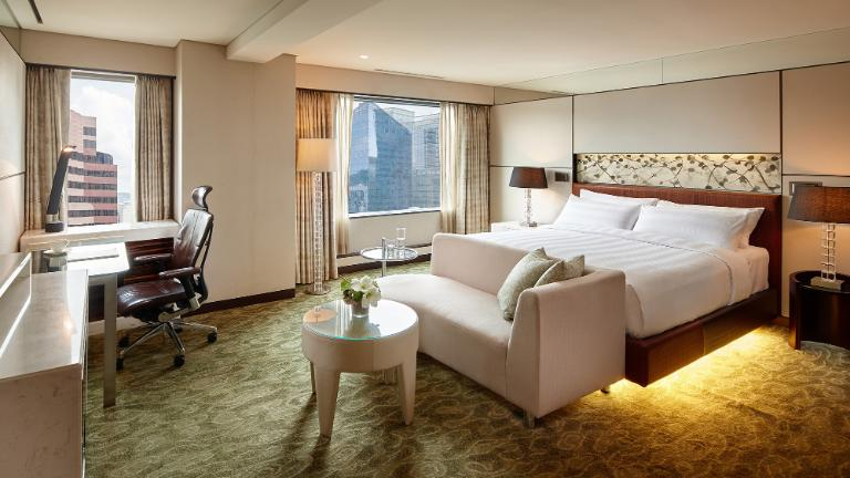 What are the best ways to book hotels online?