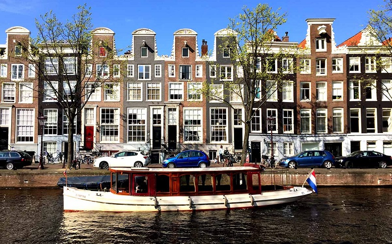 Top 5 Best Canal boats for rent in Amsterdam